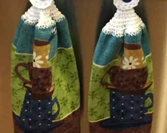 Hanging kitchen towels, hand crochet top & bottom with cotton size 3 thread, stacked cups.