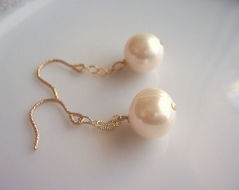 Freshwater pearl and gold dangle earrings, wedding earrings, wedding pearls, bridal jewelry