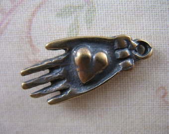 Heart In Hand Milagros Pendant Charm Bronze Pendants Shaker Style Jewelry Supplies Charity Pendant B125LS