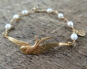 Bird Bracelet Nature Jewelry Freshwater Pearl Bracelet Gold Bird Jewelry Woodland Autumn Bride - Roslyn's Flight