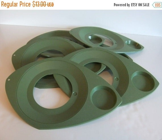 SUMMER Sales Event Vintage Plate Holder // Paper Plate Holder // Olive Green Plastic Paper Plate Holder