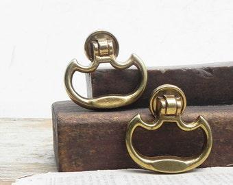 4 vintage drawer knobs pulls handles Vintage Hardware