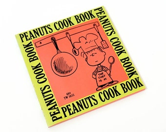 Vintage 1970s Childrens Book / Peanuts Cook Book by June Dutton Illustrations by Charles M. Schulz 1970 Pb VGC