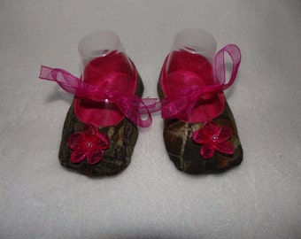 Ready to Ship - 0-3 Months - MOSSY OAK CAMO and Hot Pink Mary Jane Baby Shoes - Sizes Available 0-3, 3-6, 6-9, 9-12 & 12-18 Months
