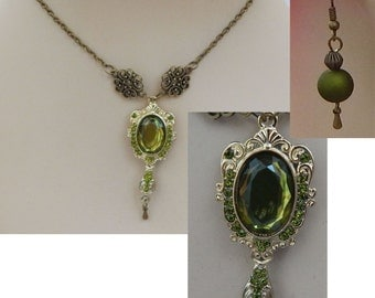 Green and Gold Mirror Style Necklace & Earrings Set NEW Adjustable Accessories