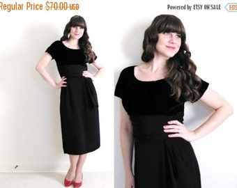 ON SALE Black 50s Dress / 50s Wiggle Dress / 1950's Dress