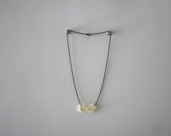 Necklace with tiny knit bow in cream