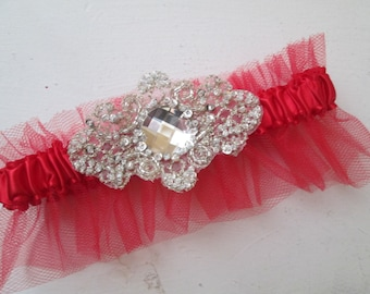 Red Christmas Wedding Garter, Champagne Lace Bridal Garter w/ Crystal, Valentine's Day Garter, Country, Rustic Bride, Red Prom Garter 2017