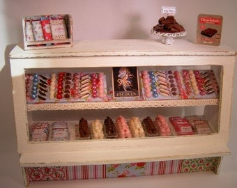 12th Scale Doll House Luxury Shabby Chic Chocolate Cabinet