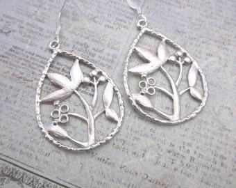 Silver Floral Drop Earrings -- Plant Earrings -- Flower Teardrop Dangles -- Unique Teardrop Earrings -- Metal Teardrop Earrings -- Dangles