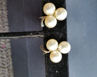 Vintage 1950's  14 kt. white  Gold  pearl earrings screw back