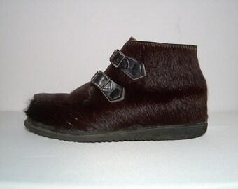 70s Dark brown genuine fur ankle  boots ~ men 9 ~ women 10.5 ~ rubber soles ~ snow apres ski ~ Blondo Canada ~ leather straps buckles