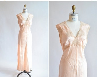30% OFF STOREWIDE / Vintage 1940s peack SILK and lace slip dress