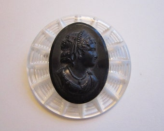 vintage Lucite CAMEO brooch - round, c clasp