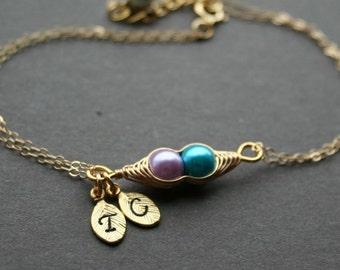 Gold Pea Pod Bracelet Two Peas in Pod Bracelet Best Friend Bracelet Personalized Initial Sweet Pea Pod Mom Bracelet Gift for Her Gold Filled