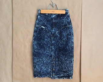 vintage 1980's acid wash denim jean skirt / high waist / fitted hip / Le Touche