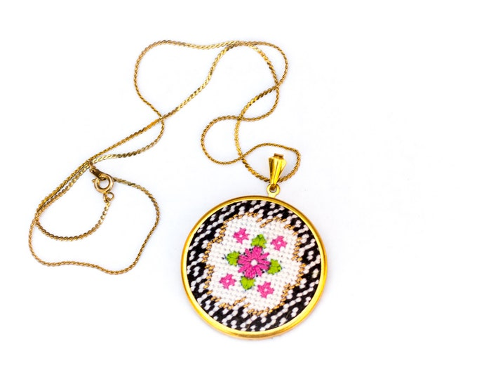 DIY Needlepoint Jewelry Kits: Victorian Floral Round Pendant