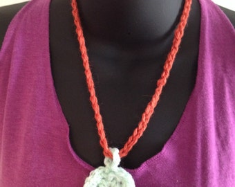 Crochet pendant necklace