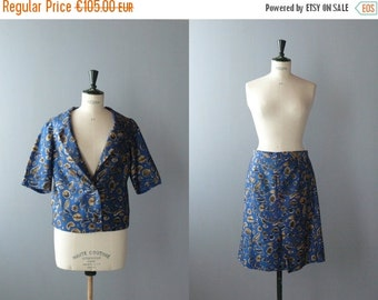 40% OFF SALE // Vintage suit. 60s blue blazer and skirt set. size plus