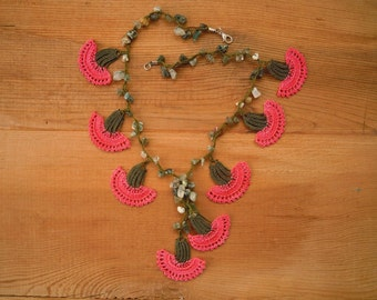 short coral and green necklace, crochet carnation, oya