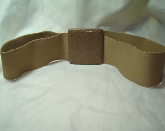 1980s Alligator Style Tan Stretchy Belt.