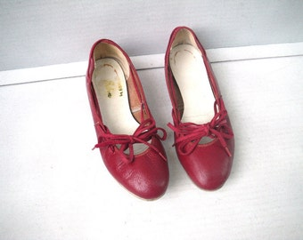 Red Square Dance Shoes Flats with Ties 6.5 Sashay by Selva 1950s 1960s Audrey Hepburn Style