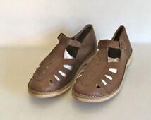 vintage leather t-strap shoes - MUSHROOM brown cutout flats / sz 8