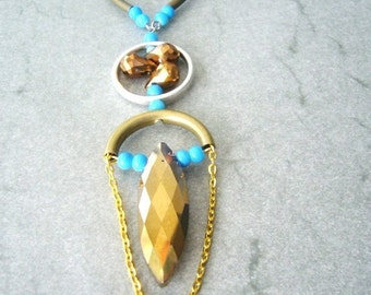 Turquoise and bronze drop necklace in brass