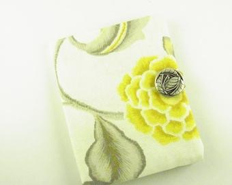 Tea Bag Wallet in Retro Floral Gold Pattern