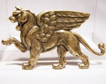 Winged Lion Pin Large Mythical Animal Gold Tone Brooch 916DGZ