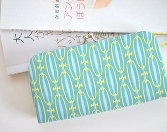 Endless Chain in Teal - Small Flat Clutch