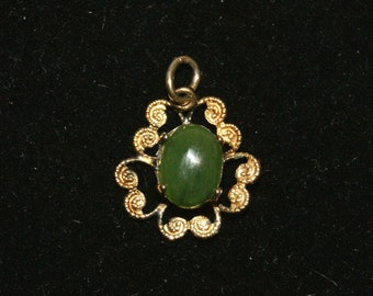 "Vintage Jade Solitaire Intricate Gold Tone Pendant - 5/8"" W x 5/8"" H"