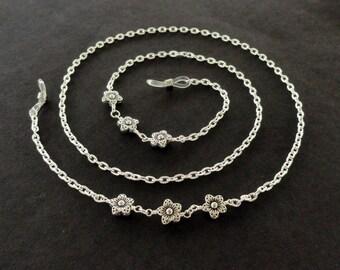 Flower Eyeglass Chain, Silver Flower Glasses Chain, Beaded Eyeglass Holder Necklace, Silver Flower Lanyard, Floral Reading Glasses Chain