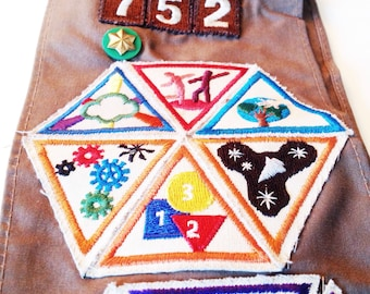 Costume, Halloween, Vintage Scouting Sash Brownie Girls Scout Embroidered Patches Badges