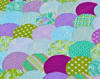 SALE! Heather Bailey Clamshell Baby Girl Quilt, Modern Fabrics - Free Shipping!