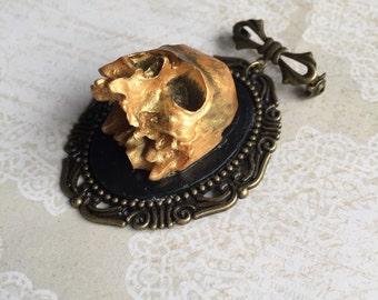Golden Skull - brooch