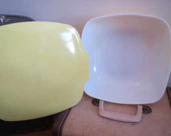 Pyrex Vintage 1960s large covered baking dish salad bowl lemon yellow excelllent condition oven to table to fridge