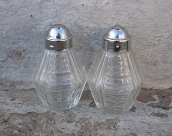 anchor hocking prescut clear salt and pepper shakers chrome lids mid century