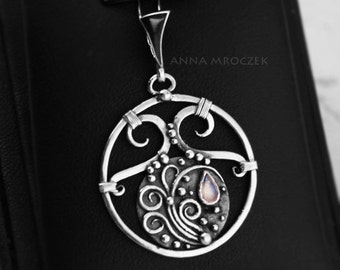 Moonstone story, moonstone jewellery, sterling silver, silver solder pendant, moonstone necklace, fantasy pattern, moonstone tear, metalwork