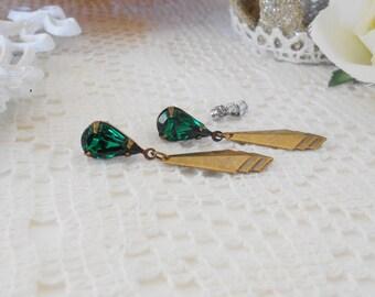 Emerald Earrings, Art Deco Earrings, Vintage Emerald Rhinestones, Emerald Drop Studs, Estate Jewelry, Retro Glam Earrings, Green Earrings