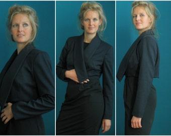 short blazer // crop jacket // navy blue // formal