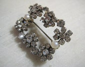 "Vintage Rhinestone & Faux Pearl Brooch, 1950s Clear Faceted Crystal Glass Prong Set Rhinestones w/ Faux Pearls, 1 3/8 x 1 "", 1 Pc"