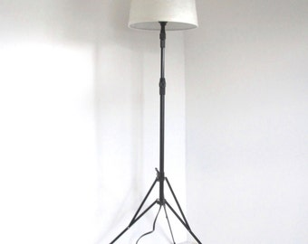 Vintage tripod lamp/ floor lamp/ footed metal lamp