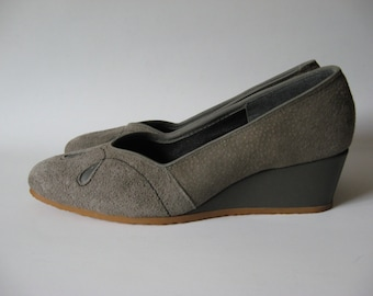 Grey suede vintage wedges leather heel with loopy toe detail crepe sole SZ 6 awesome airstep women's shoes