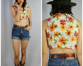 ON SALE 50% ladies Vintage 70s PRAIRIE Sleeveless Floral Button Up Crop Top. (Small)