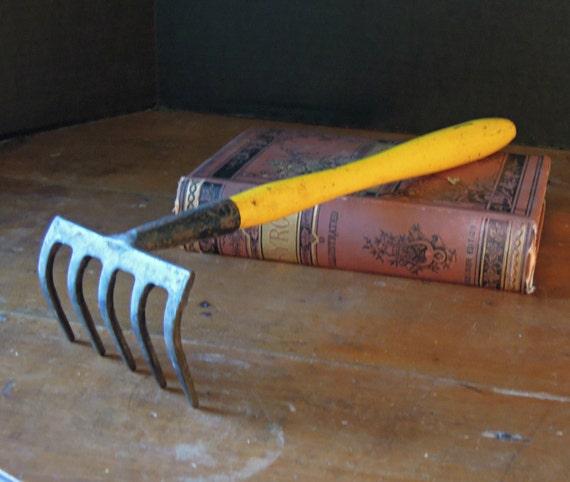 Vintage spade fork garden tools yellow wood long handle for Small rake garden tools