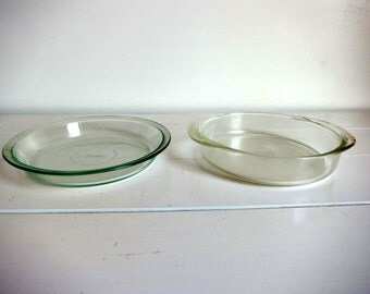 Pair of Vintage Pyrex Pie Dishes