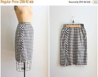 20% SALE 1950s crisp linen pencil skirt - 50s wiggle skirt / Black & White - gingham check skirt / bombshell - vintage 50s summer skirt