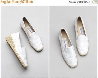 SALE / like new white woven leather espadrilles - ladies straw wedge heels / Andre Assous - Made in Spain / 80s preppy summer wedges - marke