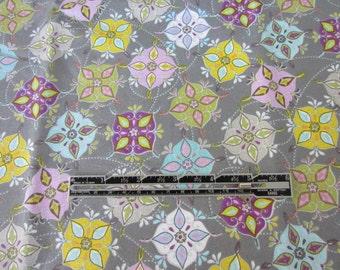 Cotton Floral Fabric. Grey Retro Vintage look fabric. LAST PIECE.